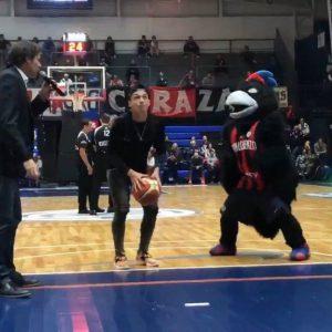 Matías Palacios se divirtió con el básquet