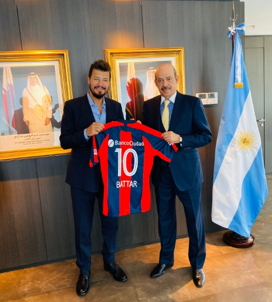 Tinelli se reunió con el embajador de Qatar