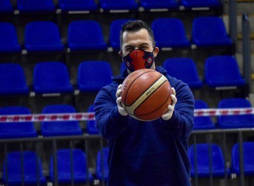 Volvió a entrenar el básquet: ¿Con qué plantel cuenta Silvio Santander?